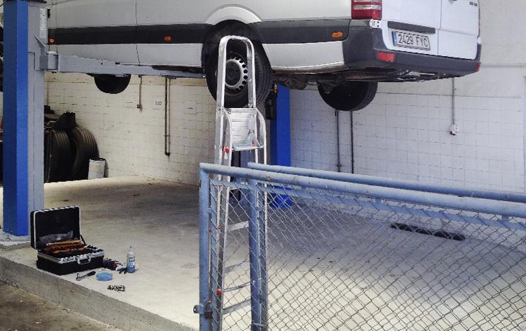 Instalación de elevador de vehículos industriales